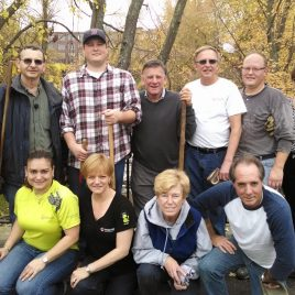 Polycom volunteers on the Concord River Greenway